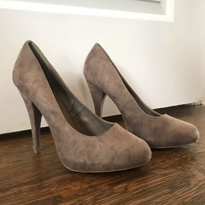 SIZE 8.5 Tan, suede 3 in heels